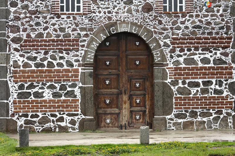 CALAPA: Portón de la iglesia