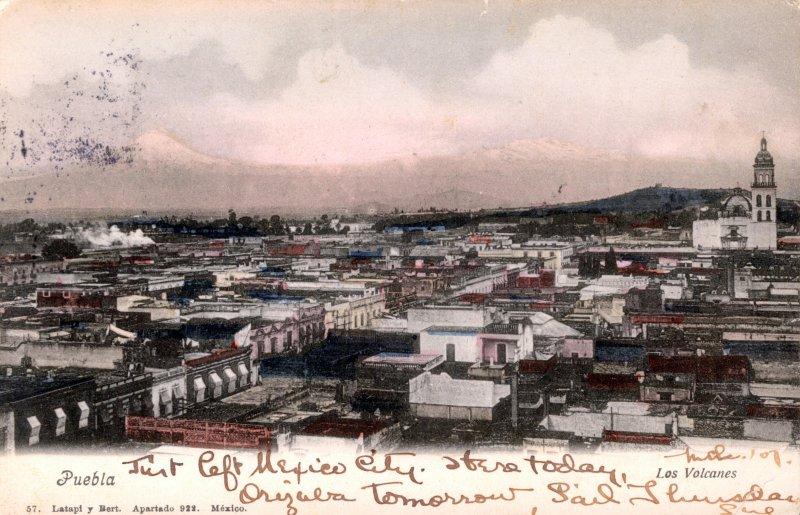 Vista panorámica de Puebla, con los volcanes al fondo