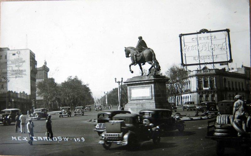 Paseo de la Reforma y estatua de carlos IV