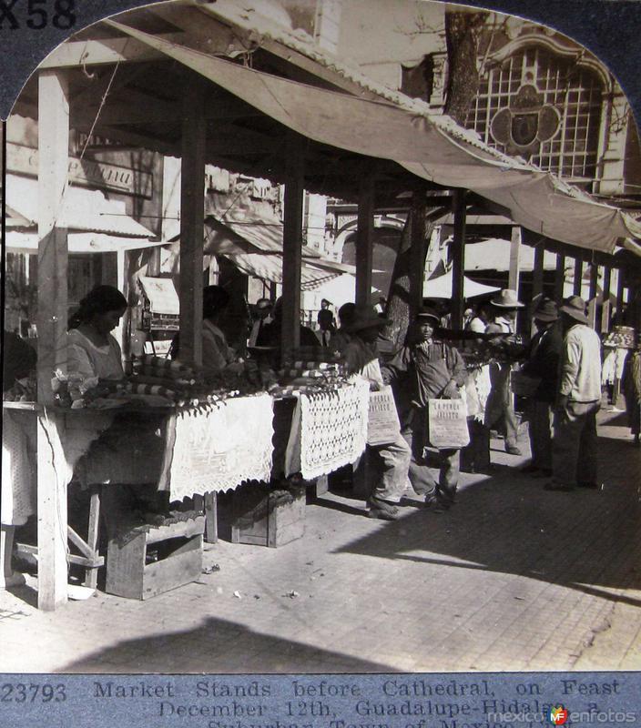 Puestos en la Villa el 12 de Dic Hacia 1900