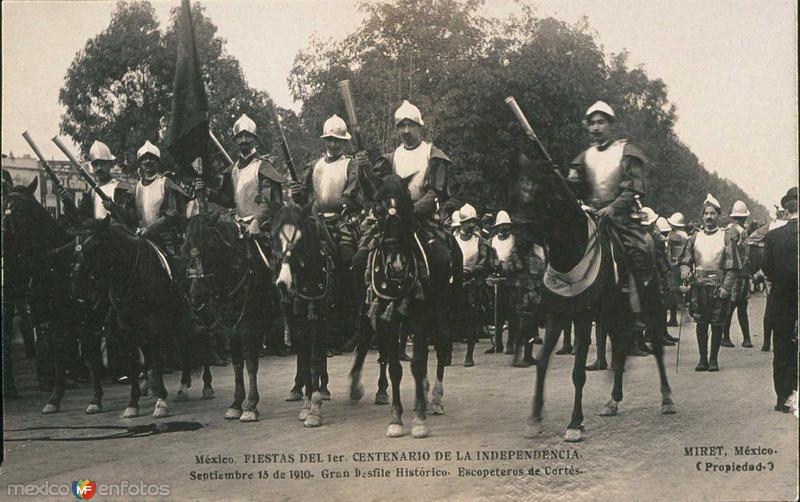Celebracion del Centenario Desfile del 16 de Sep. Hacia 1910