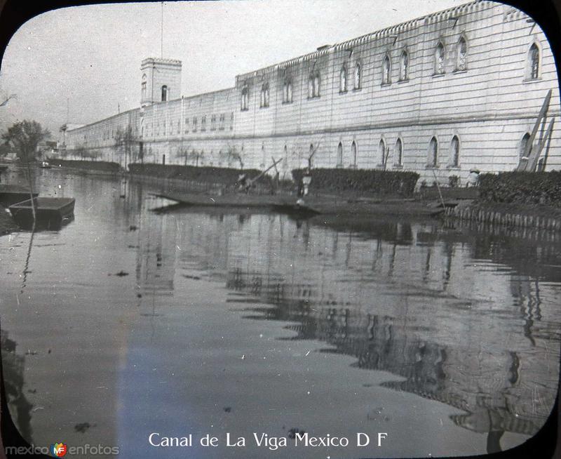 Trajineras en el Canal de la Viga Hacia 1900