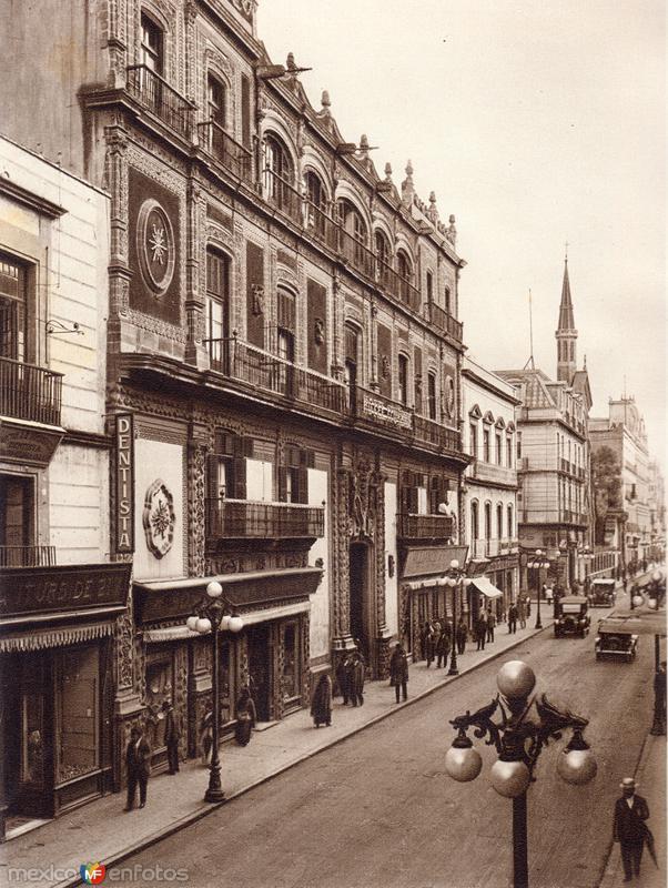 Avenida Francisco I. Madero (circa 1920)