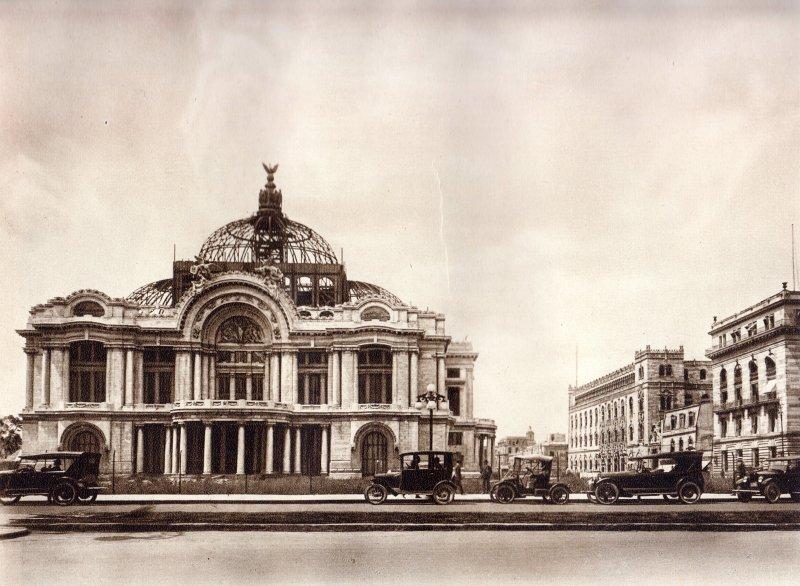 Palacio de Bellas Artes, en construcción (circa 1920)