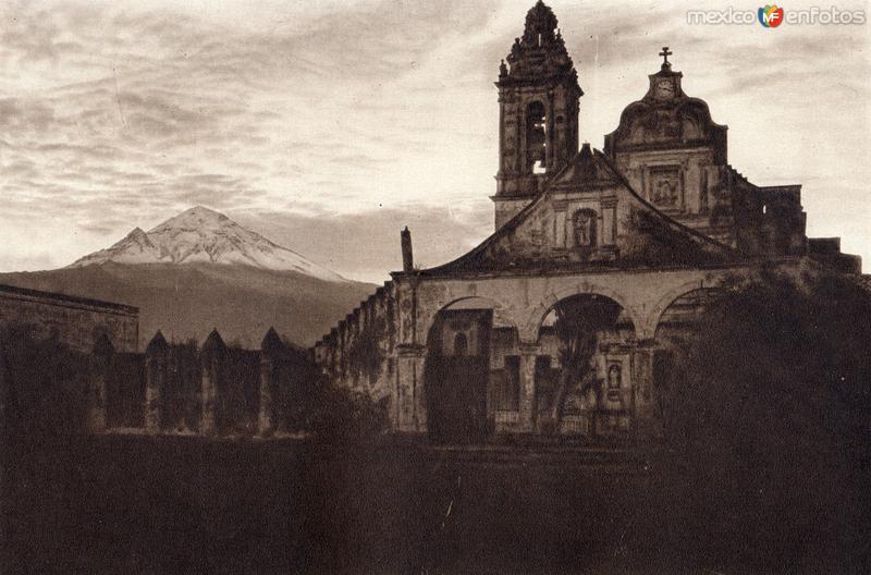 Ozumba con el Popocatépetl al fondo (circa 1920)