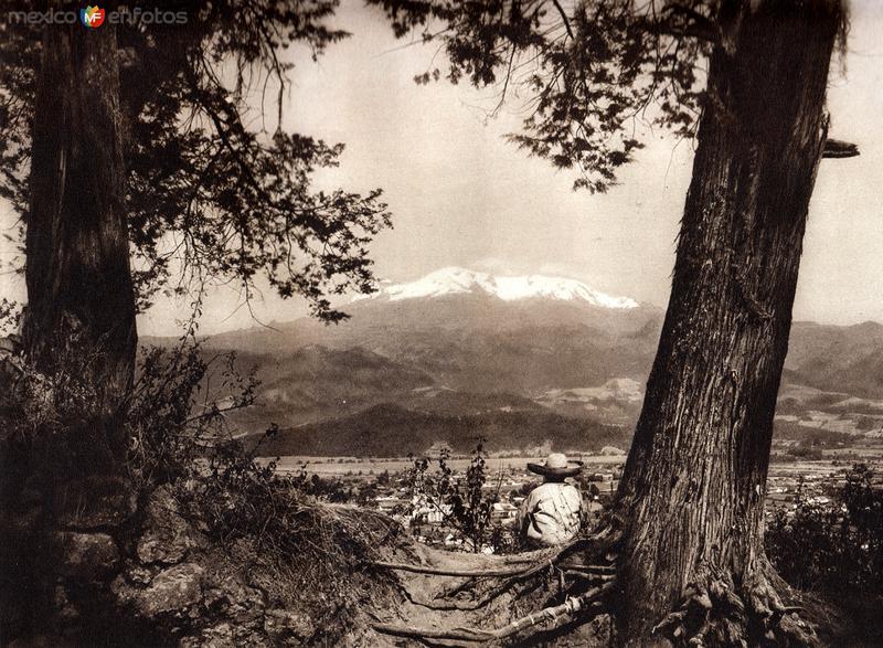 Amecameca con Iztaccíhuatl (circa 1920)