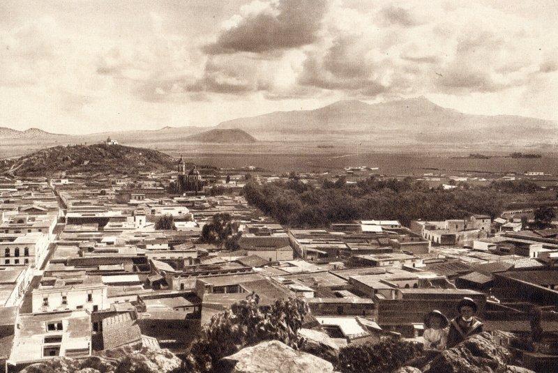 Vista panorámica de Toluca, con el Volcán Nevado al fondo (circa 1920)