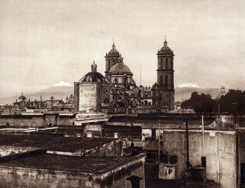 Catedral de Puebla con los volcanes al fondo (circa 1920)