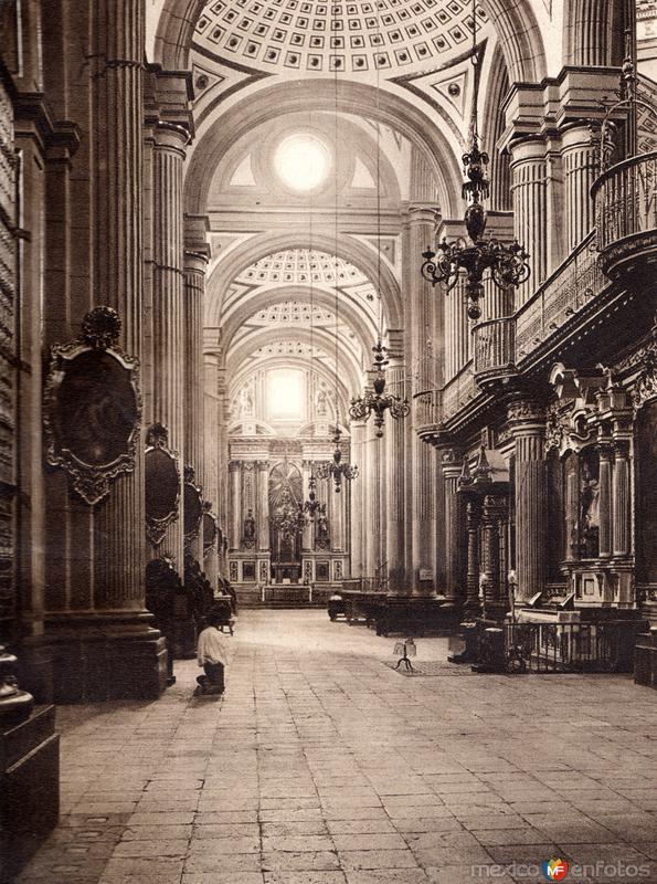 Interior de la Catedral de Puebla (circa 1920)