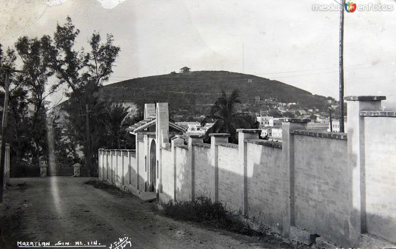 Una Calle Hacia 1945
