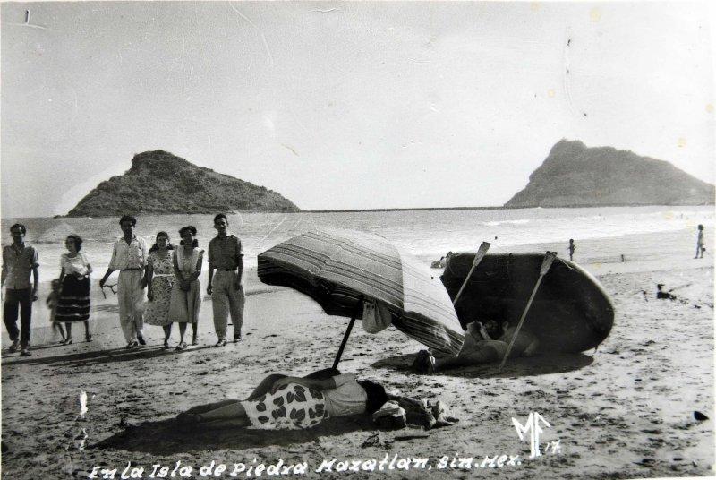 En la Isla de la Piedra Hacia 1945