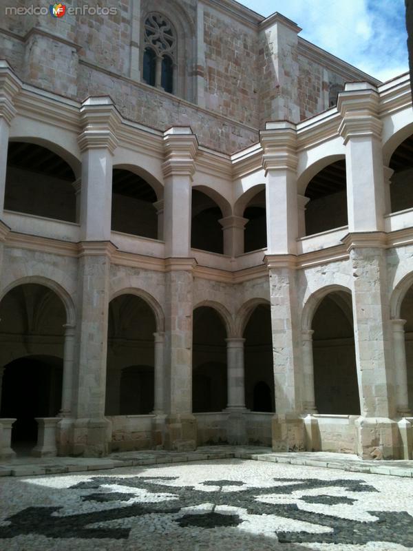 Claustro del ex-convento de Santo Domingo Siglo XVI. Julio/2014