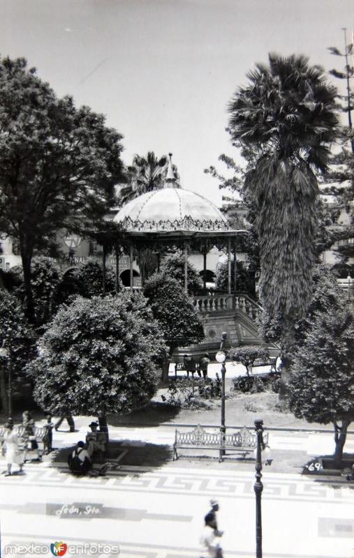 Kiosko Y Plaza Hacia 1945