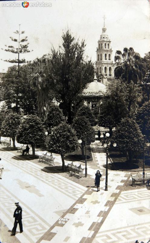 Kiosko y Jardin Hacia 1945