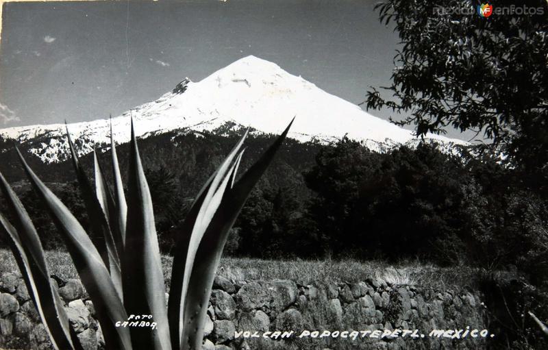 El Volcan Popocatepetl Hacia 1945