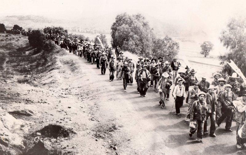 Marcha de mineros arribando a la ciudad de México procedentes de Guanajuato (1936)