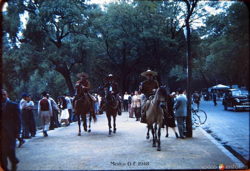 Charros en El bosque de Chapultepec Hacia 1948