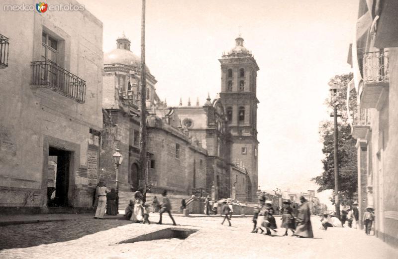 Puebla, costado de la Catedral, 1889
