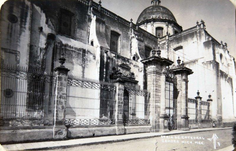 Atrio de la Catedral Hacia 1945