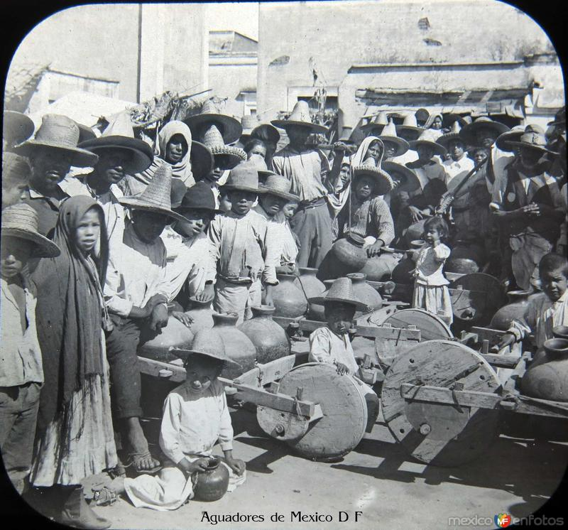 Niños Aguadores de la Ciudad de Mexico D F Hacia 1900