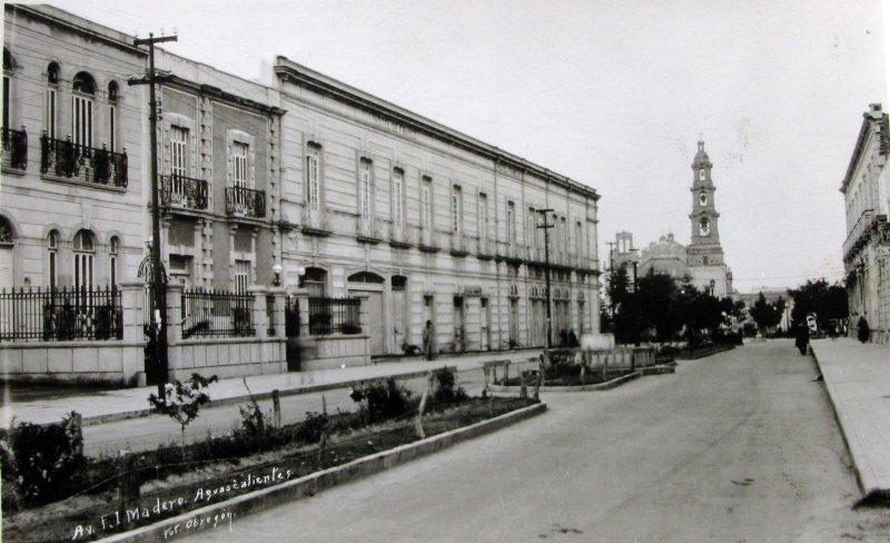 Ave. Madero Hacia 1940