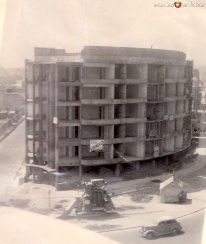 Construcción de un edificio (c. 1940)