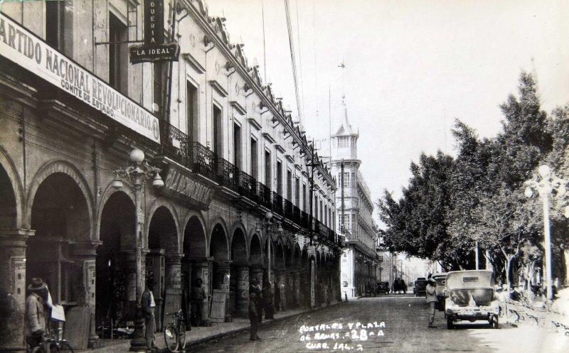 Portales y Plaza Hacia 1930