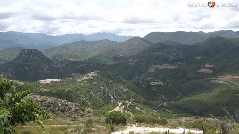 Panorámica de la Sierra Juárez desde San Lorenzo Albarradas. Julio/2014