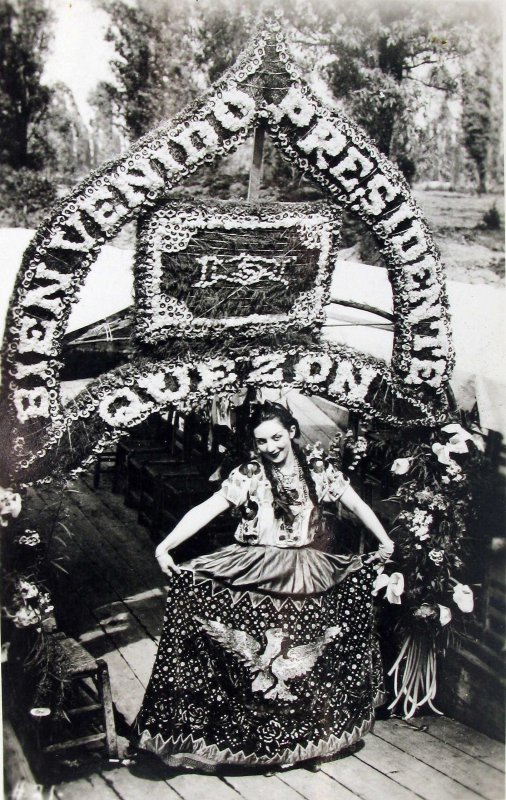 Xochimilco bienvenida al Pte.Kezon Hacia 1945