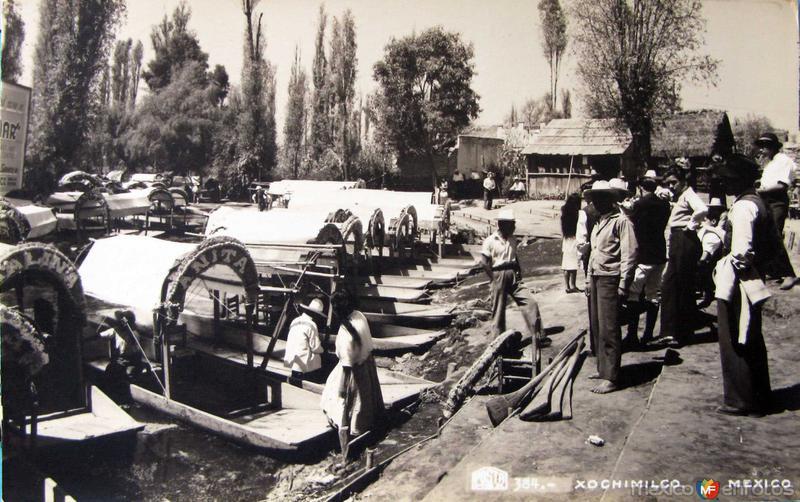 Embarque en Los Canales de Xochimilco Hacia 1945