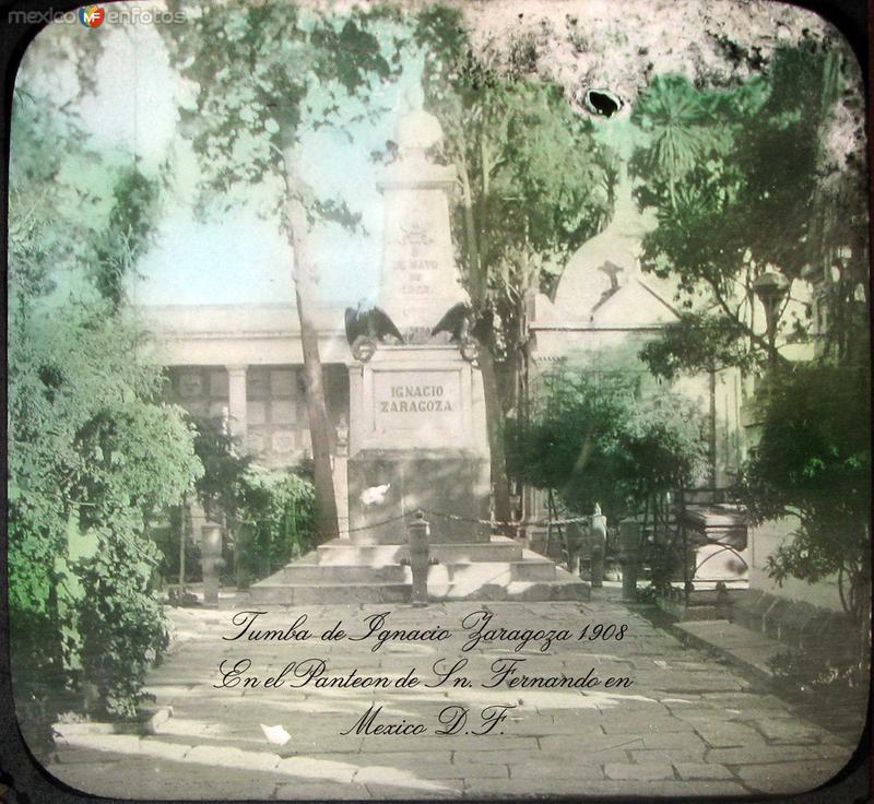 Tumba de Ignacio Zaragoza Cementerio de Sn. Fernando Hacia 1900