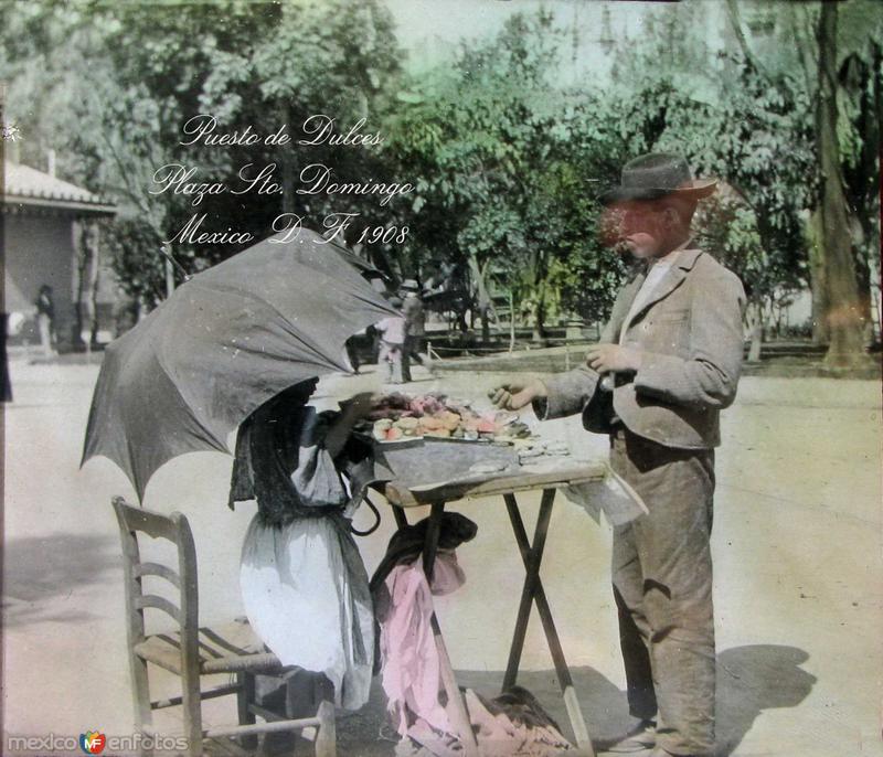 Puesto de dulces en la Plaza de Santo Domingo Hacia 1908