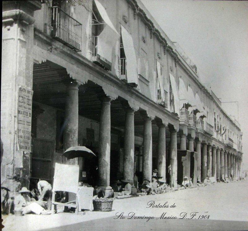 Portales en la Plaza de Santo Domingo Hacia 1908