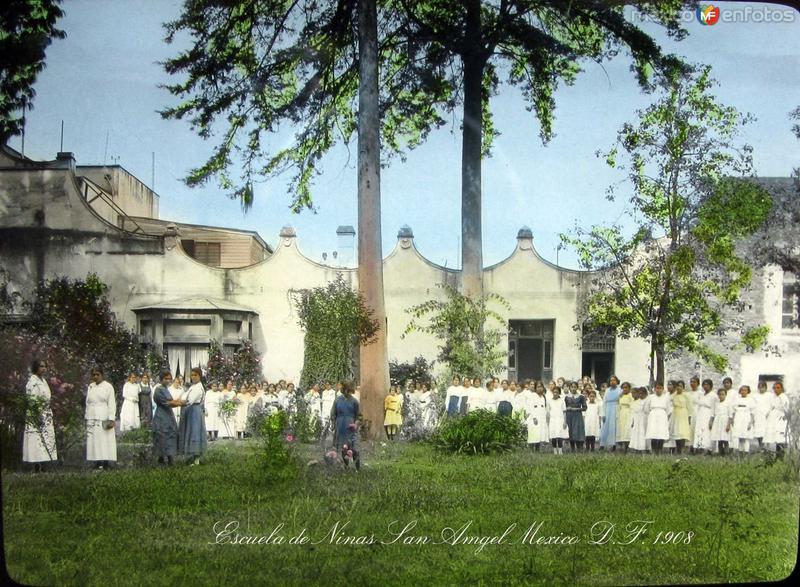 Escuela de Ninas en San Angel Hacia 1908