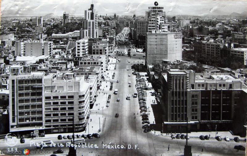 Plaza de la Republica Hacia 1945