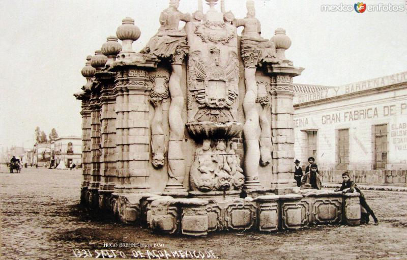 Fuente de el Salto del Agua Por el fotografo HUGO BREHME Hacia 1930