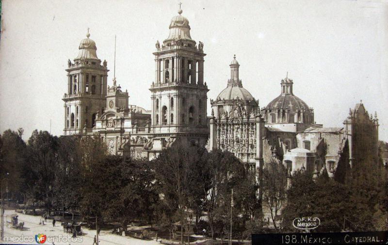 La Catedral por el fotografo Federick Guillermo Kalho Hacia 1910