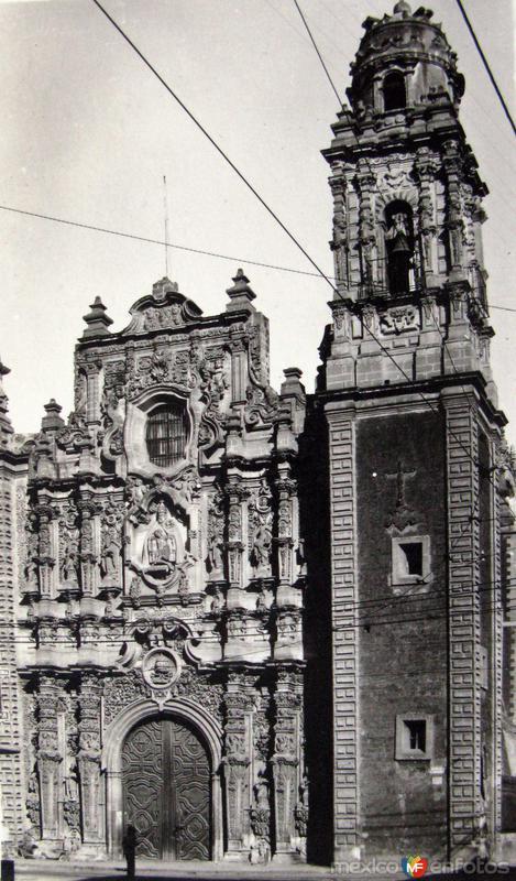 Iglesia de la Santisima Hacia 1945