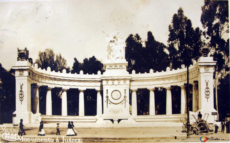 Monumento a Juarez por el fotografo GUILLERMO FEDERICK KALHO Hacia 1910