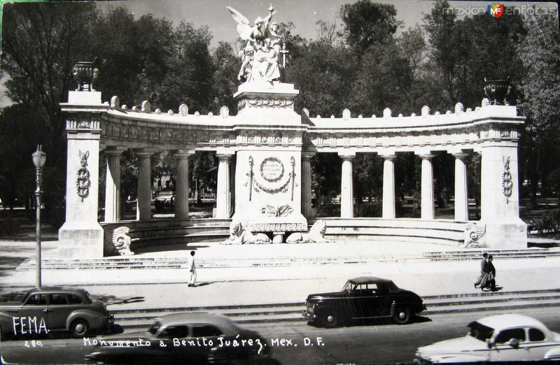 Monumento a Benito Juarez hacia 1945