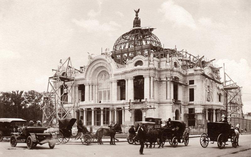 Palacio de Bellas Artes en construcción