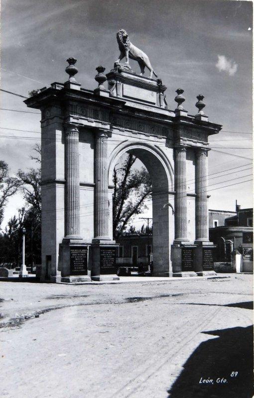 Arcos de Entrada Hacia 1945
