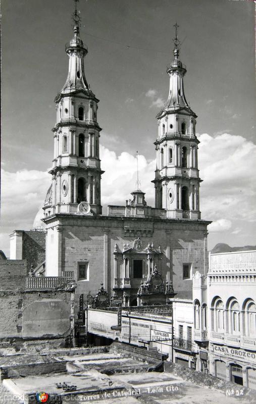 TORRES DE CATEDRAL Hacia 1945