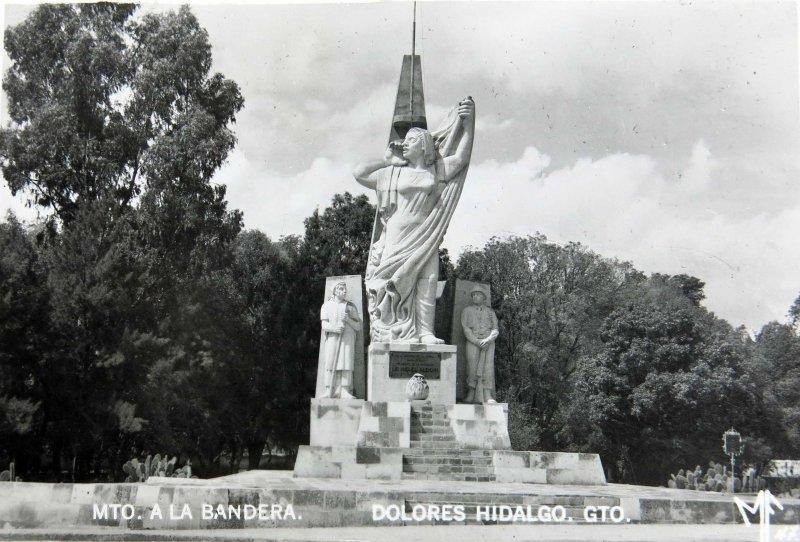 MONUMENTO A LA BANDERA Hacia 1945