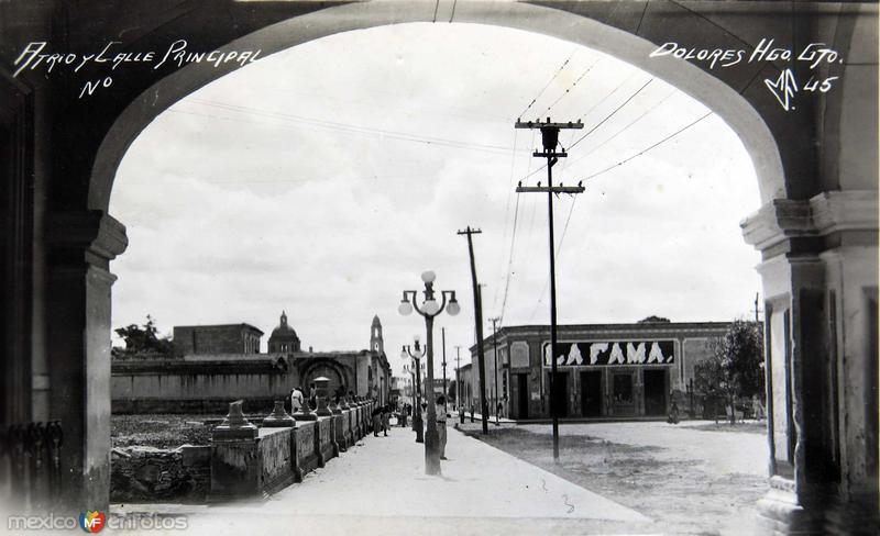 ATRIO Y CALLE PRINCIPAL Hacia 1945