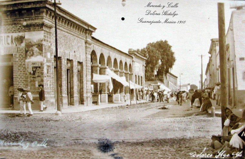 MERCADO Y CALLE Hacia 1910