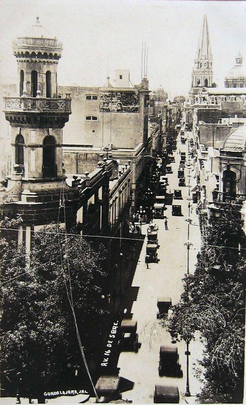 LA CATEDRAL Y CALLE 16 DE SEPTIEMBRE Hacia 1930