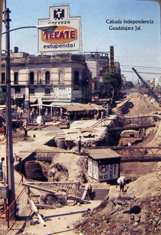 CALZADA INDEPENDENCIA EN CONSTRUCCION Hacia 1959