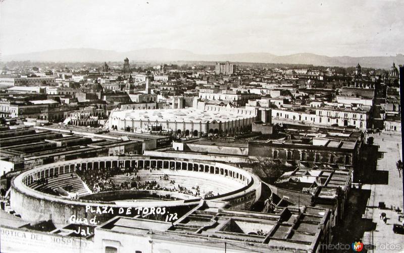 PLAZA DE TOROS Hacia 1945