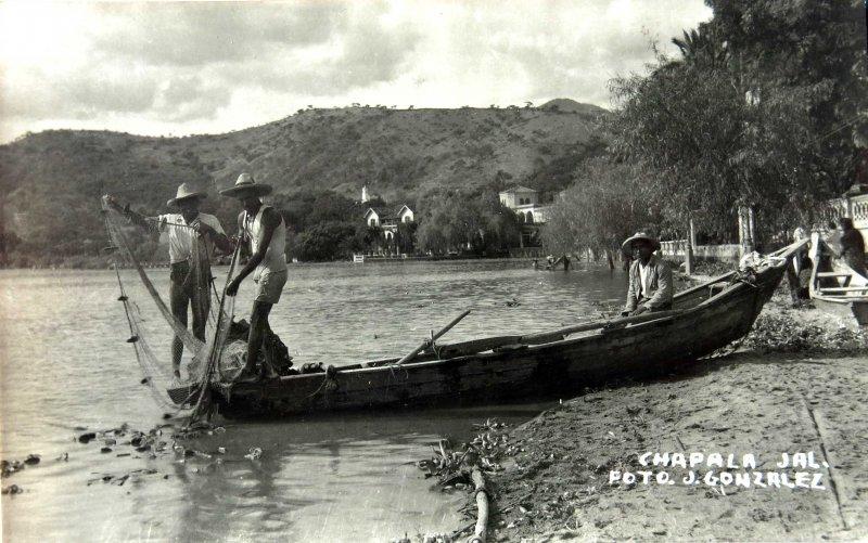 LLENDO A PESCARHacia 1945